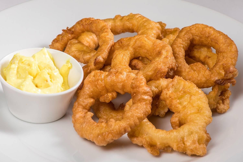 Луковые кольца в кляре рецепт. рецепт луковых колец в кляре. как приготовить луковые кольца в кляре? рецепт в нашей статье.