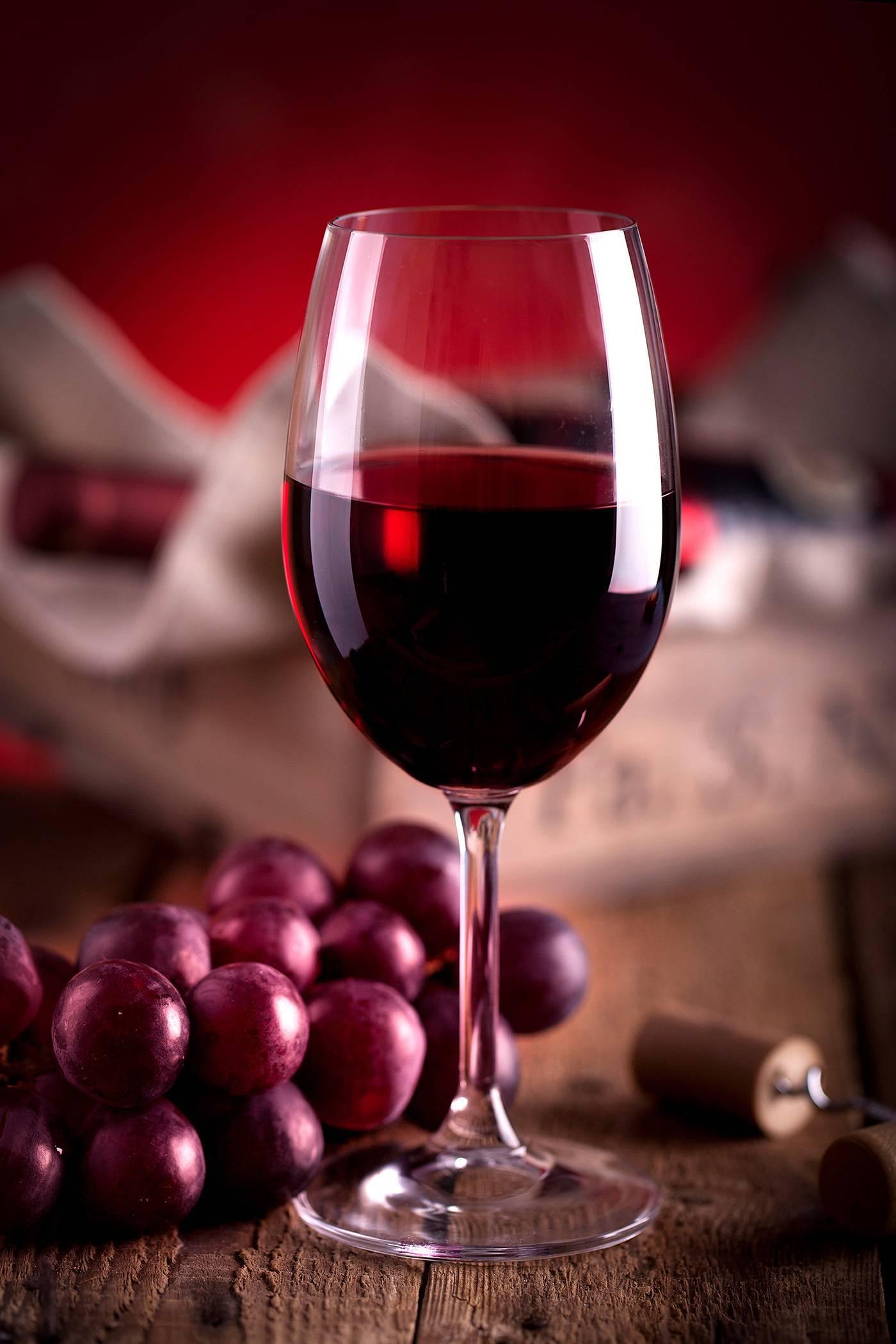 Какое вино лучше красное или белое: что полезнее для женщины