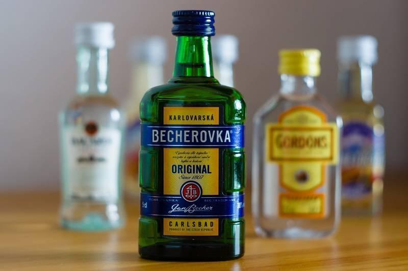 Бехеровка - с чем пить, как делать, коктейли с бехеровкой