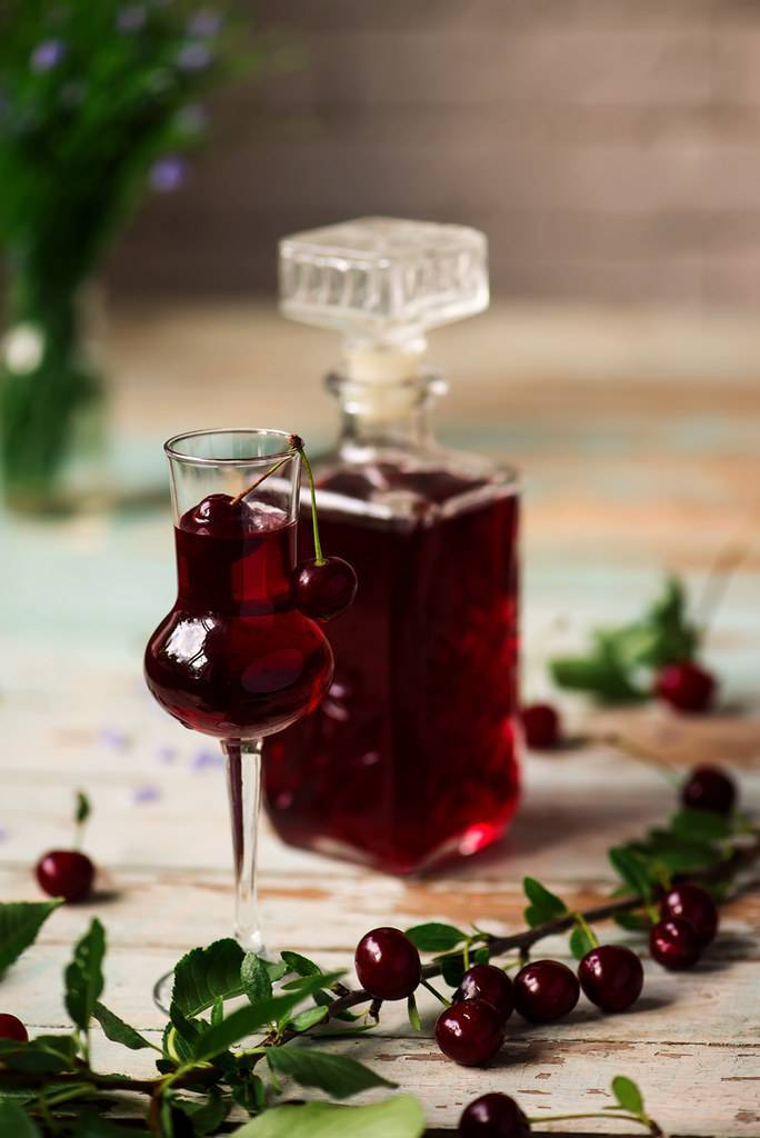 Вишневая наливка: 4 простых рецепта домашней наливки из вишни