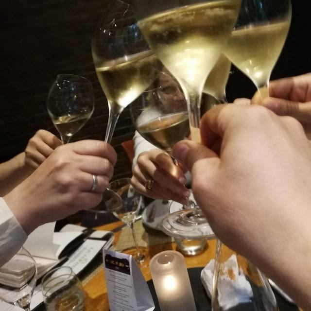 Чем отличается шампанское от игристого вина? в , какая у каждого напитка положительная сторона и действительно ли разница между ними столь велика | suhoy.guru