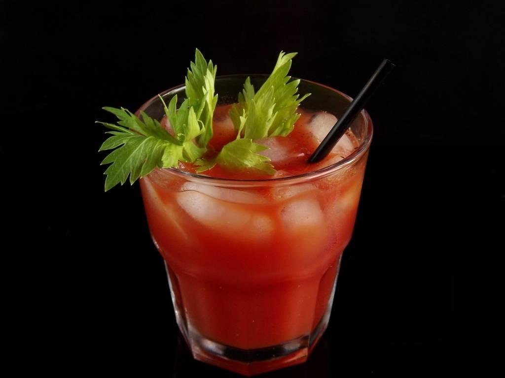 Рецепты, как сделать коктейль «кровавая мэри»
