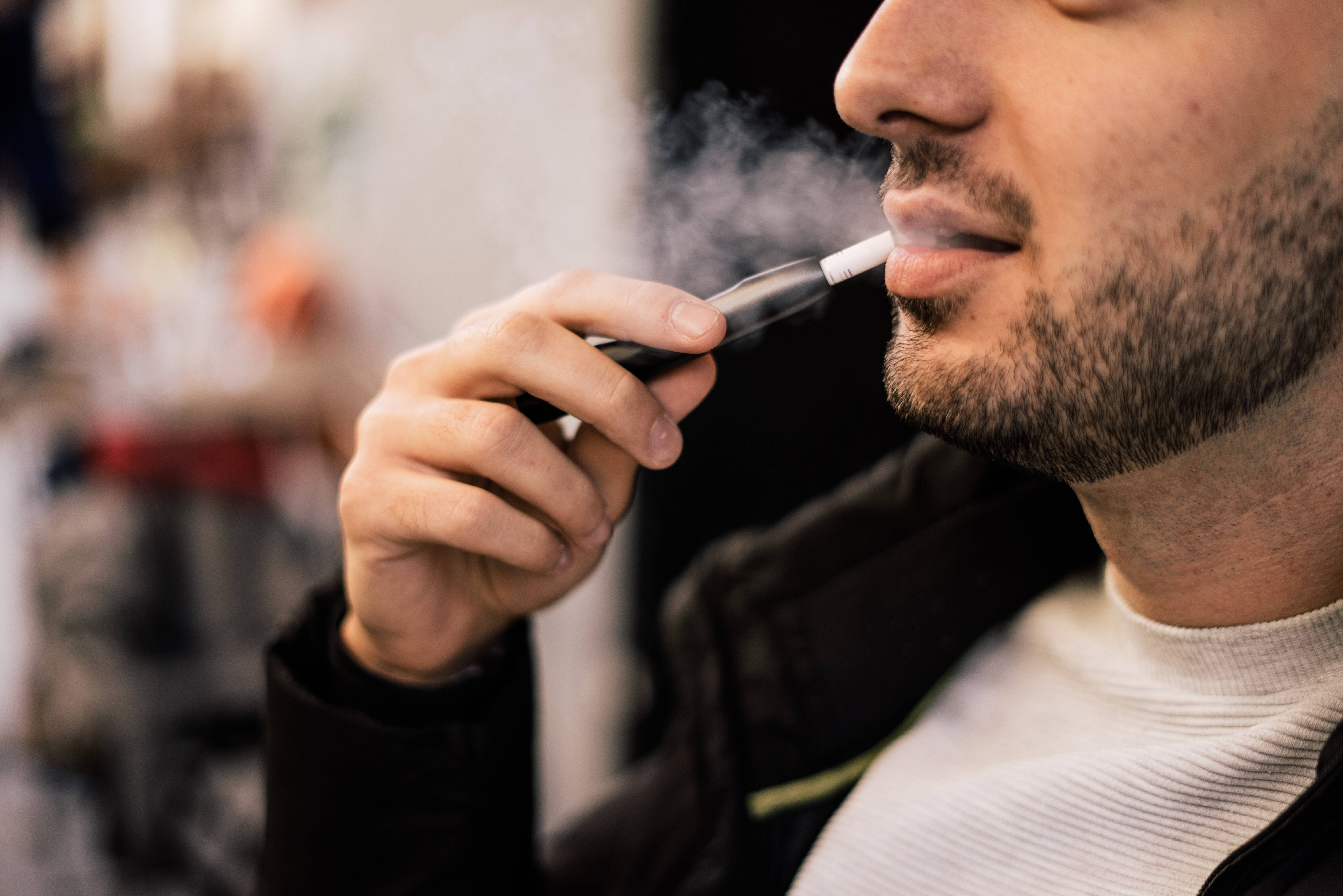 Можно ли курить айкос в кафе и ресторане