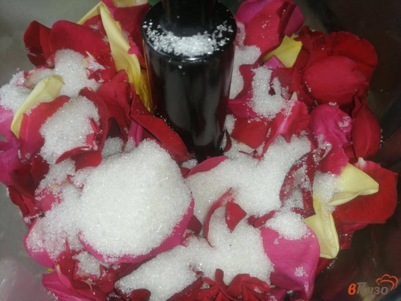 Домашнее вино из лепестков роз