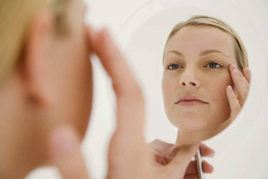 Отеки лица у женщин – причины и что делать