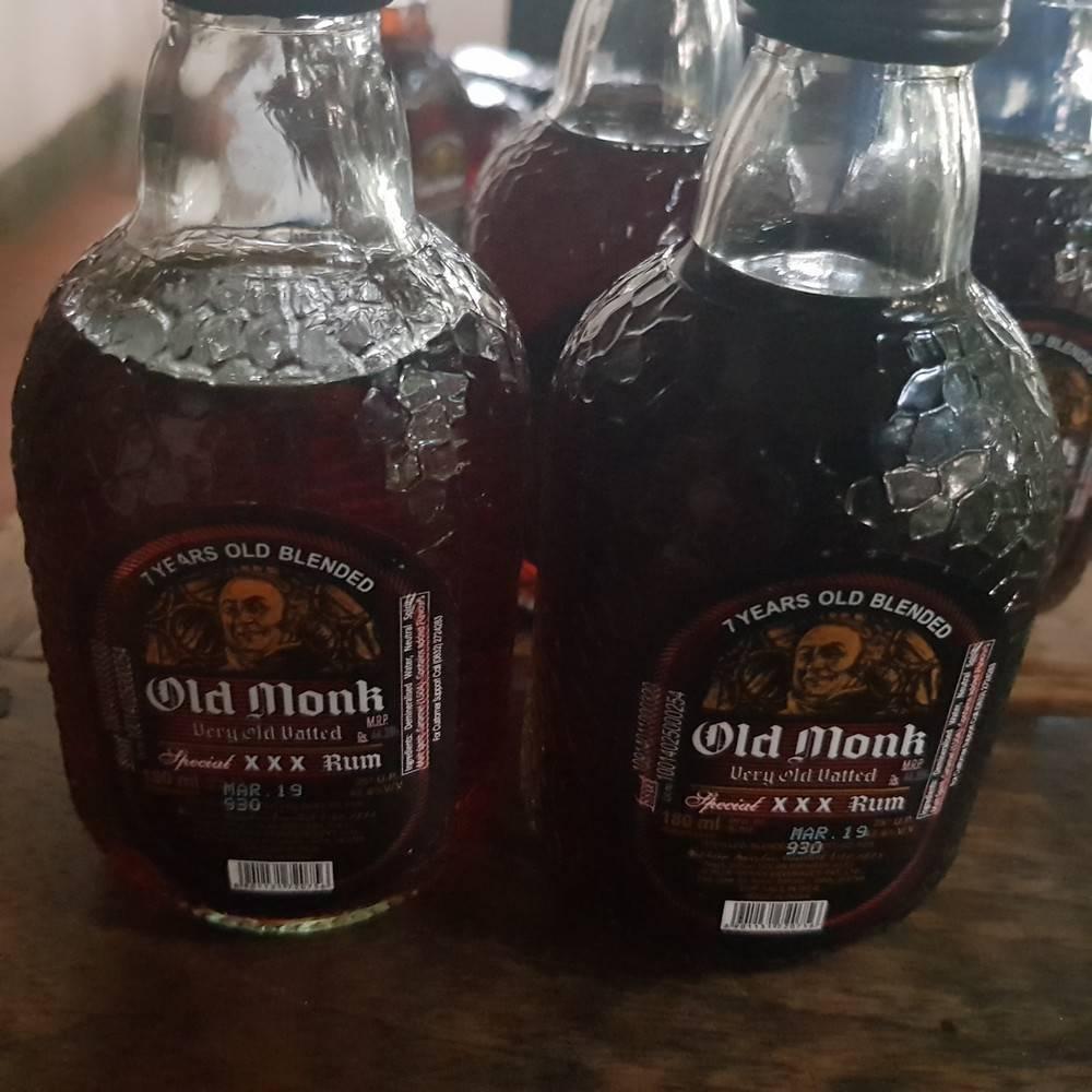 Ром олд монк 7 лет и другой: состав, фото, цена, в том числе за старый монах 12 years, в гоа, магните и иных магазинах, а также с чем пьют индийский old monk? | mosspravki.ru