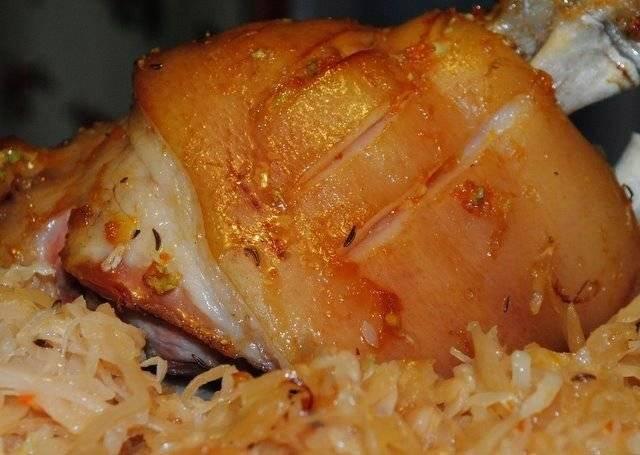 Рулька свиная запеченная в духовке. 5 пошаговых рецептов