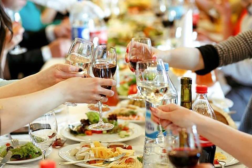 Как пить и не пьянеть: хитрости и полезные советы