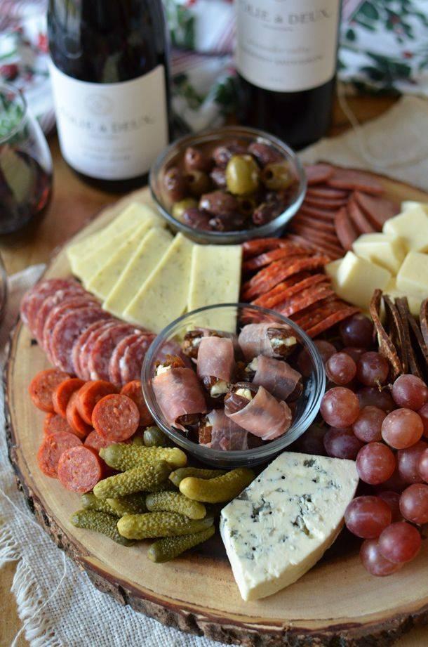 Закуски к вину: какие подают к красному, белому, сладкому и полусладкому