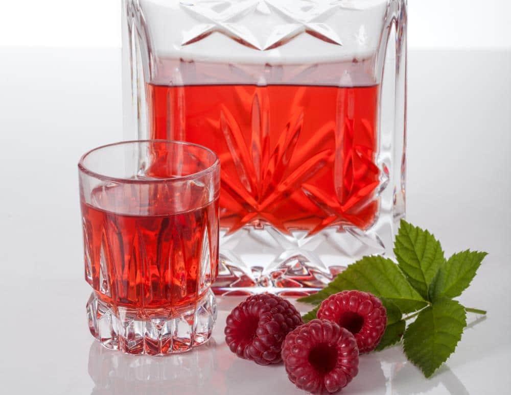 Настойка из малины — лучшие рецепты вкусного и ароматного алкоголя