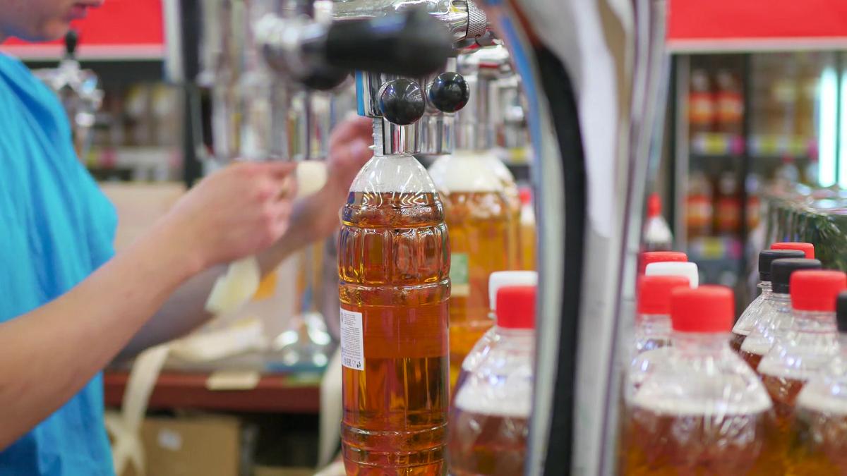 Сколько хранится разливное пиво: срок годности при разных условиях