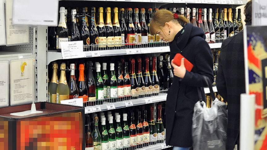 Со скольки лет продают водку, пиво и вино в россии?