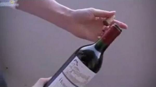Как открыть шампанское без штопора?