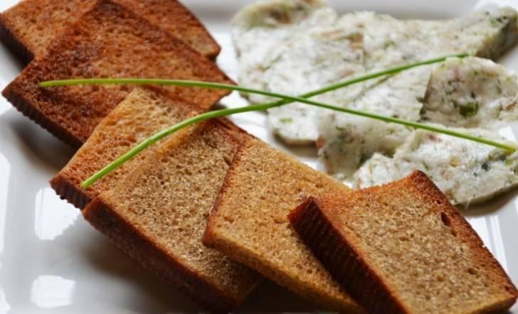 Как приготовить гренки на сковороде, духовке и микроволновке