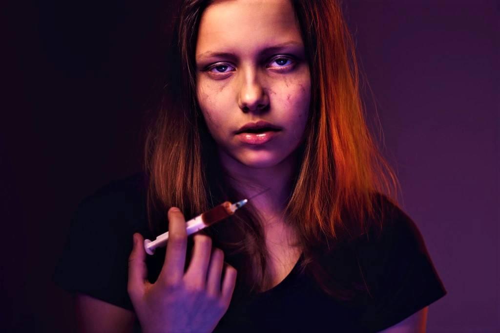 Как узнать, что ребенок принимает наркотики. признаки наркомана