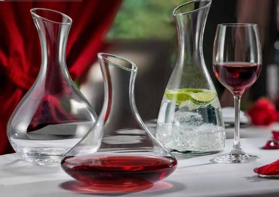 Декантер для вина, как элемент сервировки и декора, его назначение