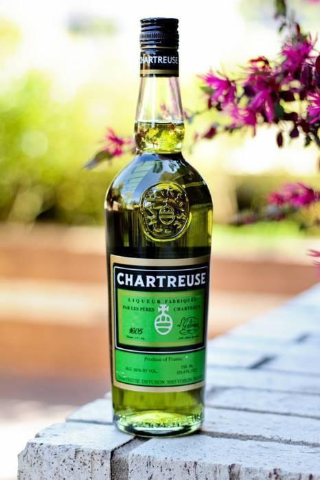 Ликер шартрез: разновидности напитка, технология производства и рецепт изготовления в домашних условиях