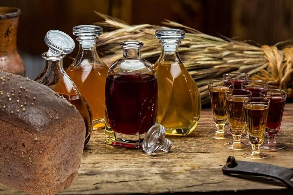 Лучшие рецепты напитков из самогона, настоянного на травах
