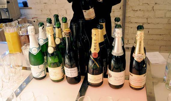 Хранение домашнего вина в пластиковых бутылках и стеклянных банках