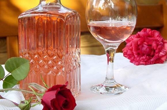 Вино из лепестков роз в домашних условиях – универсальный рецепт