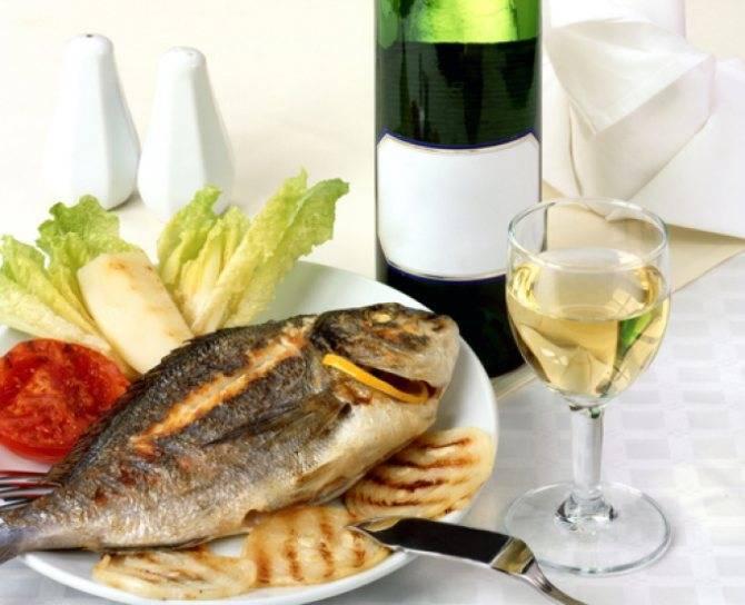 Какое вино подают к рыбе, белое или красное – советы и рекомендации