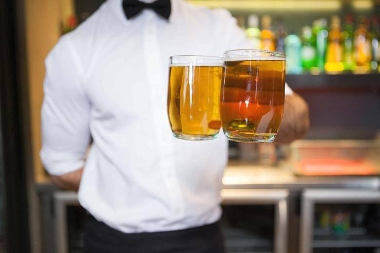 Оригинальные коктейли с пивом. пивные коктейли — новый тренд. как правильно смешать пиво с ромом и джином, чтобы получилось вкусно, — объясняет бармен. «бумага