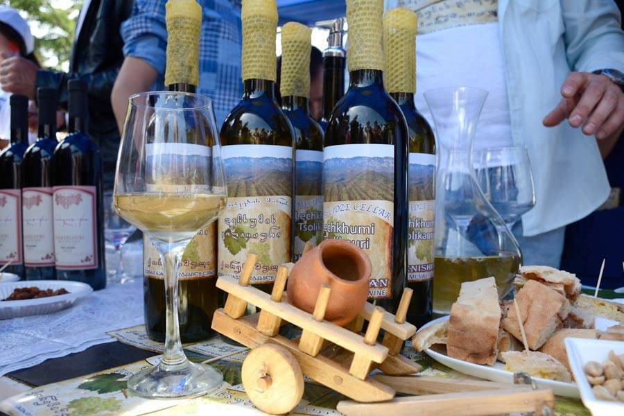 Вина грузии – лучшие грузинские вина: названия, марки, сорта, белые, красные, сухие, полусухие, полусладкие, столовые, десертные, крепленые + фото