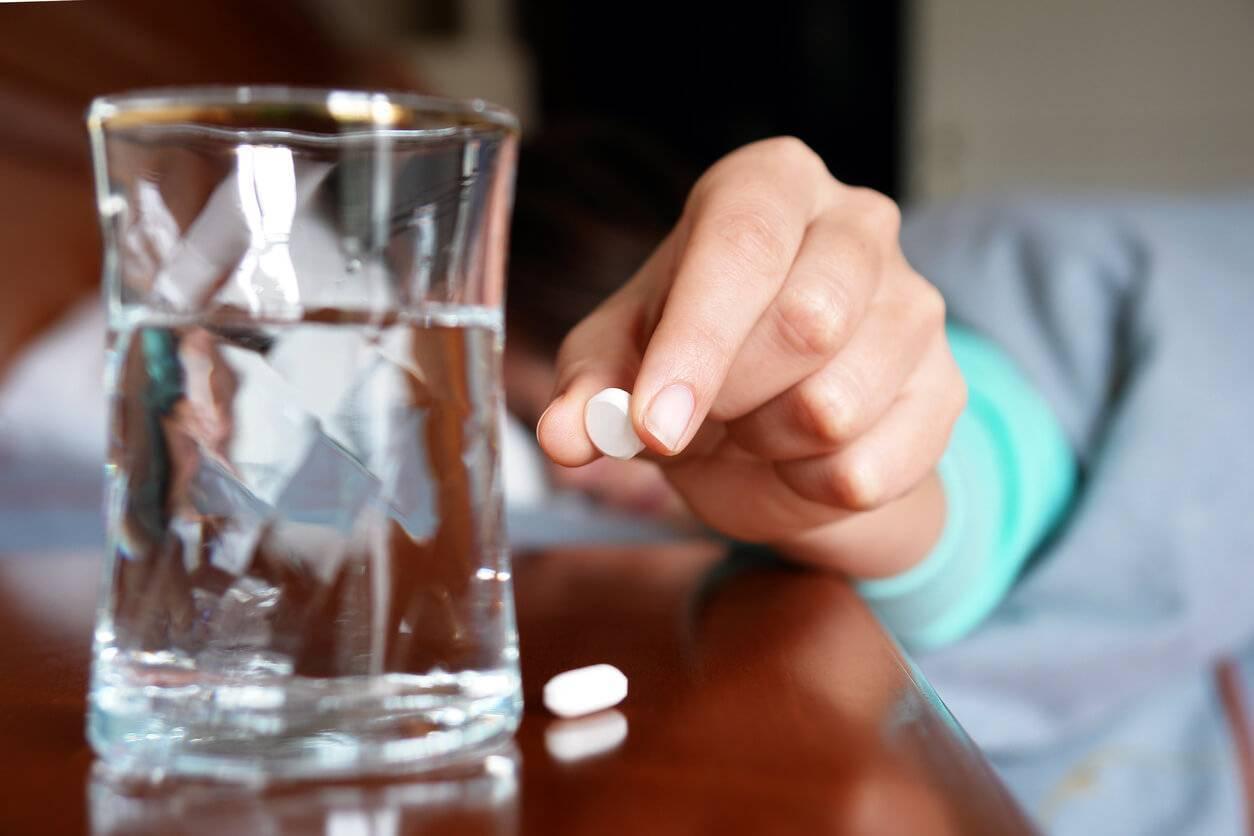Аспирин при похмелье: как и сколько пить правильно