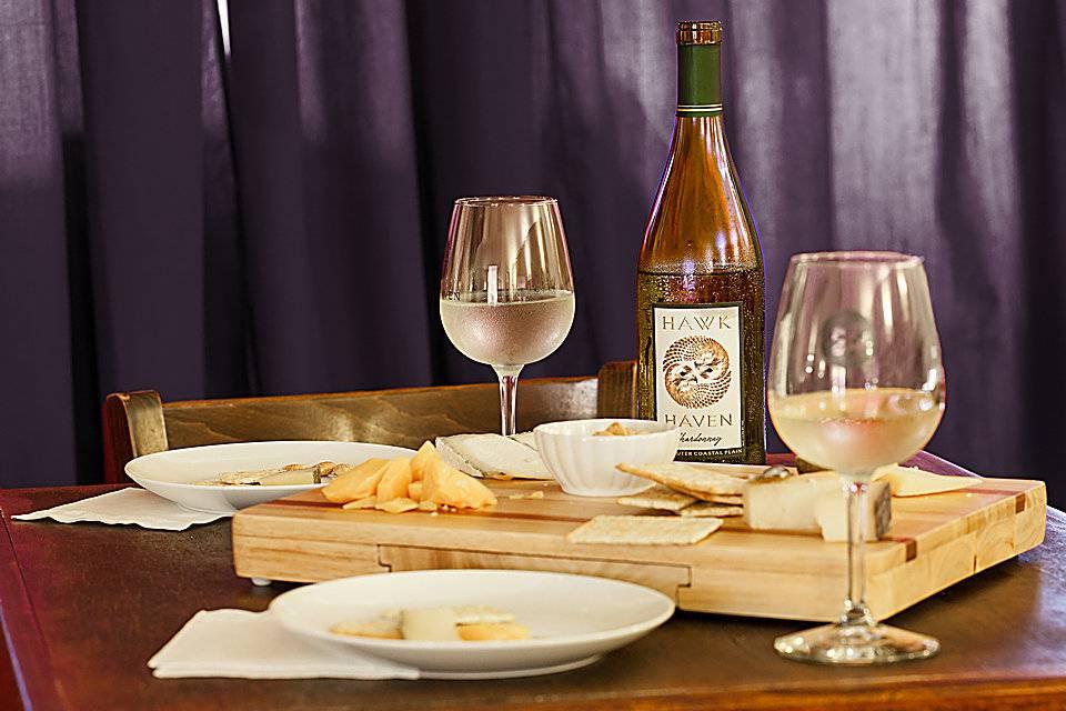 Что едят с вином красным или белым - идеи закусок к сухим, полусладким и десертным сортам напитка