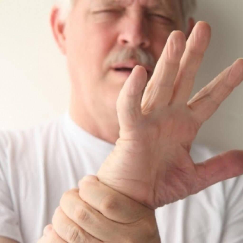 Популярные причины: почему у алкоголиков трясутся руки