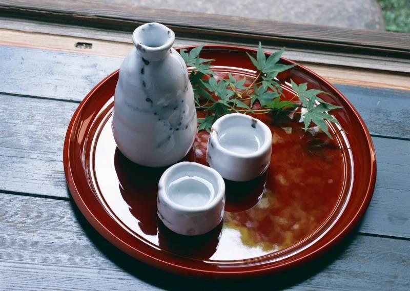 Научим,как пить саке правильно 2 способа употребления