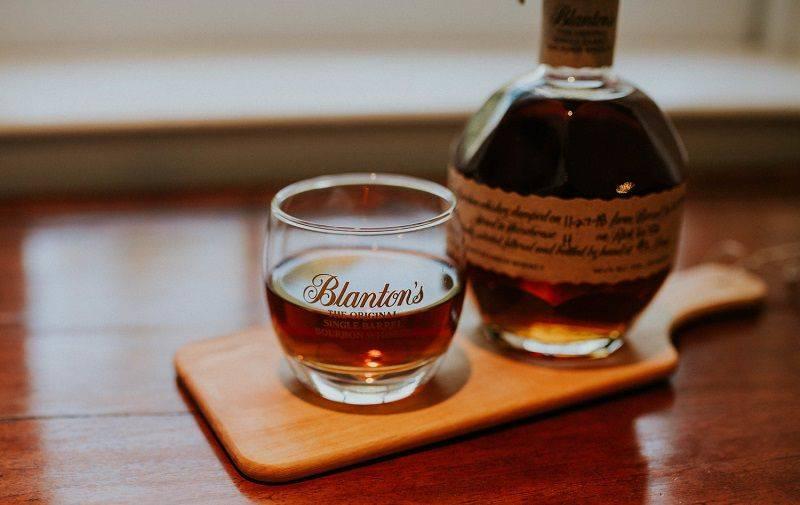 Чем бурбон отличается от виски – 4 фактора сравнения