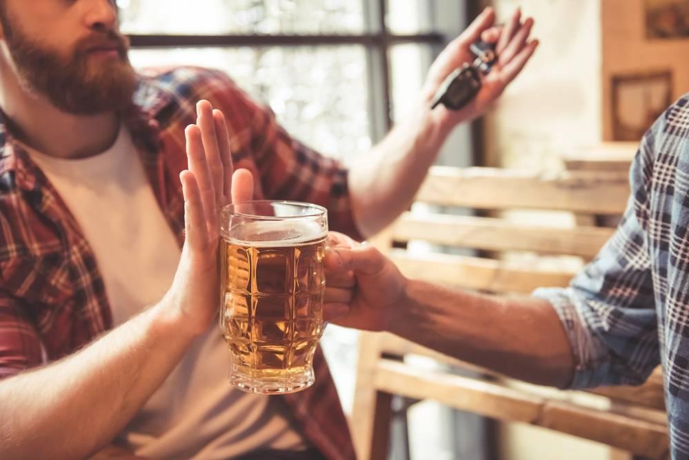 Пьющий отец в семье, что делать: советы психолога