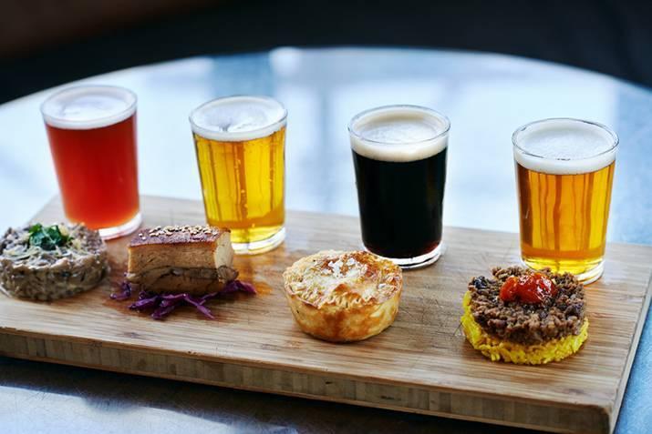 С чем и как правильно пить пиво?