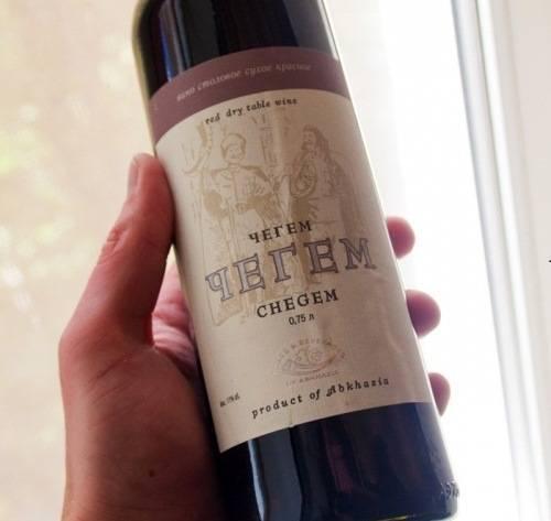 Абхазские виноделы представляют: красное сухое вино чегем