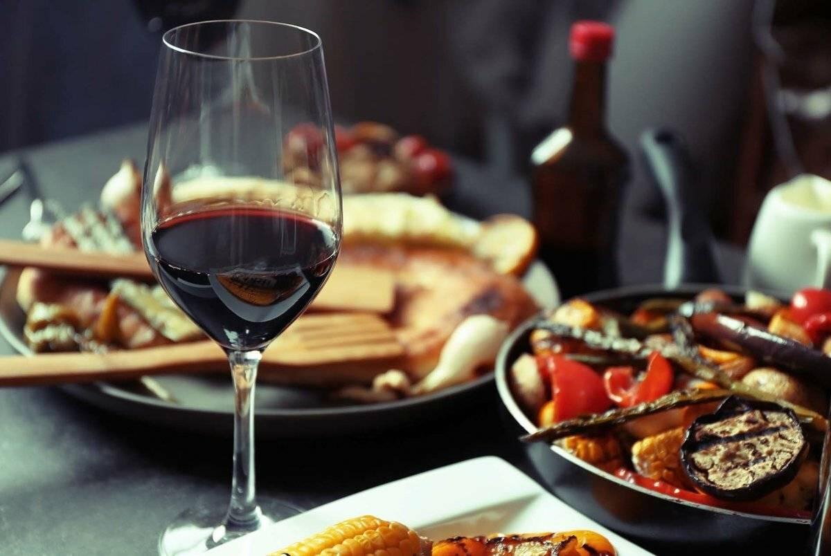 Какое вино подают к мясу, белое или красное – советы и рекомендации, что подать к свинине или говядине