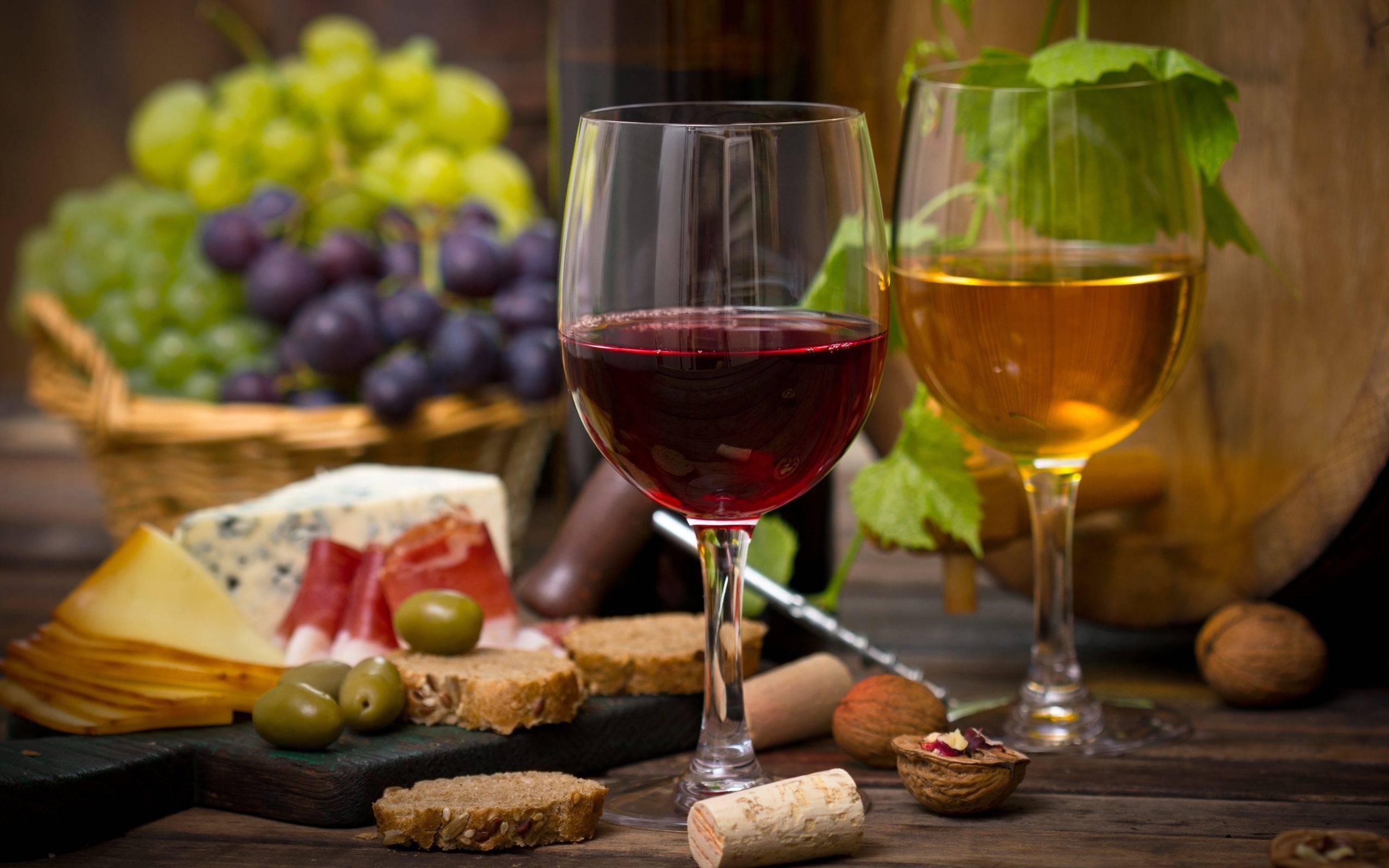 Как правильно подобрать сыр к вину: 9 удачных сочетаний