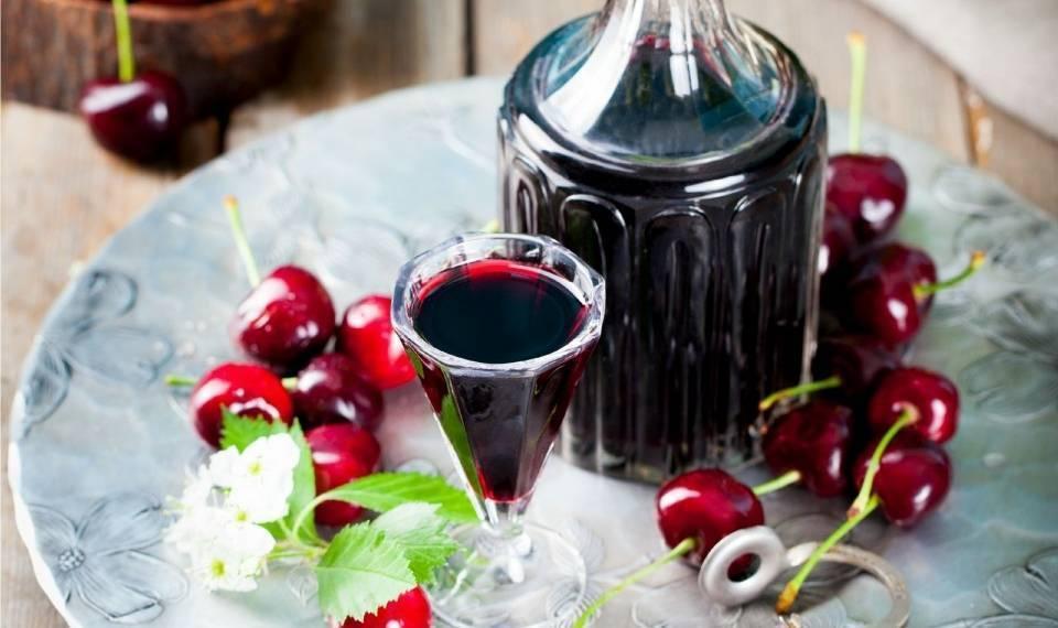 Самогон на вишне: рецепт, вишневые настойки, как настоять на ягоде