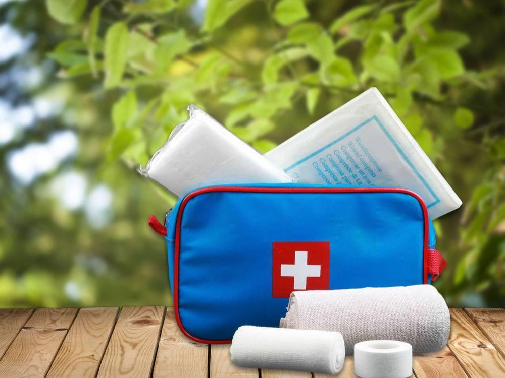 Как правильно собрать аптечку для похода?