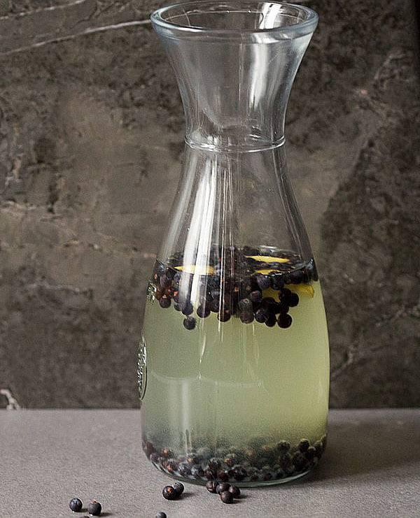 Настойка из черемухи на водке, самогоне, на спирту и без алкоголя