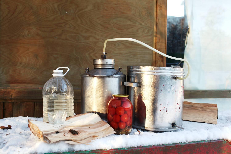 Какая ответственность предусмотрена за продажу самогона и можно ли гнать его дома – как правильно пить