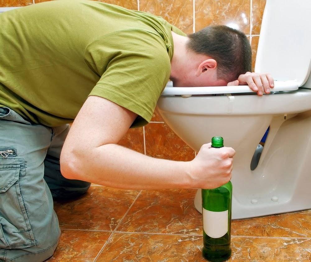 Как избавиться от тошноты с похмелья. рвет после алкоголя, что делать