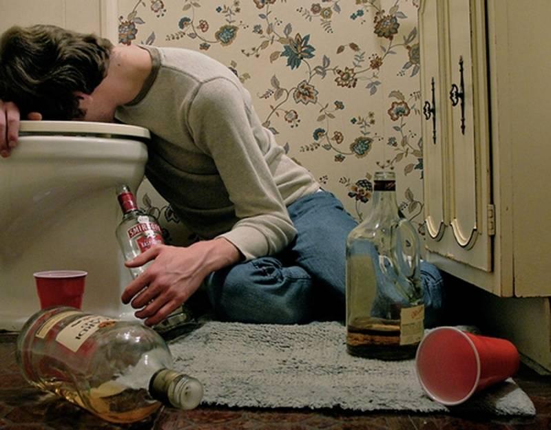 Передозировка алкоголем: симптомы, первая помощь, лечение, последствия