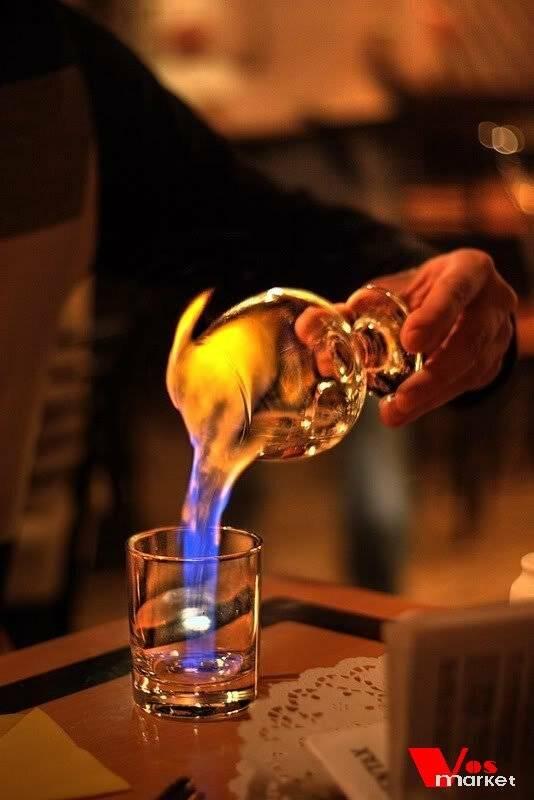 С чем пьют ликер: как правильно пить сливочный, кофейный, эмульсионный, малиновый, шоколадный и другие виды, чем разбавляют и из какой посуды пьют