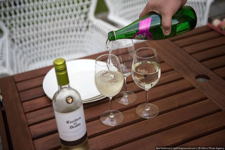 Вино с водой. правила разбавления, польза и вред.