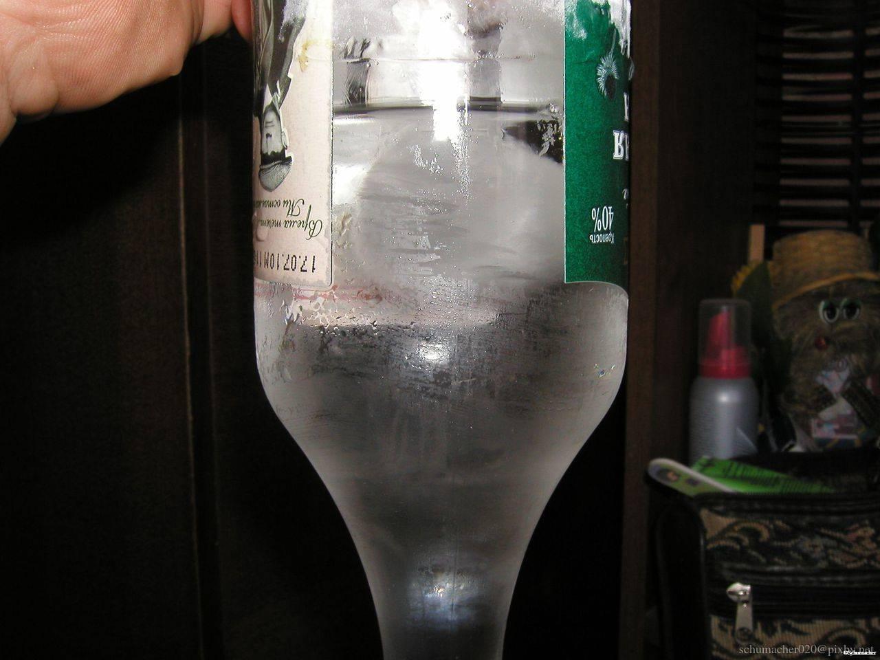 Если водка замерзла в морозилке, можно ли ее пить.