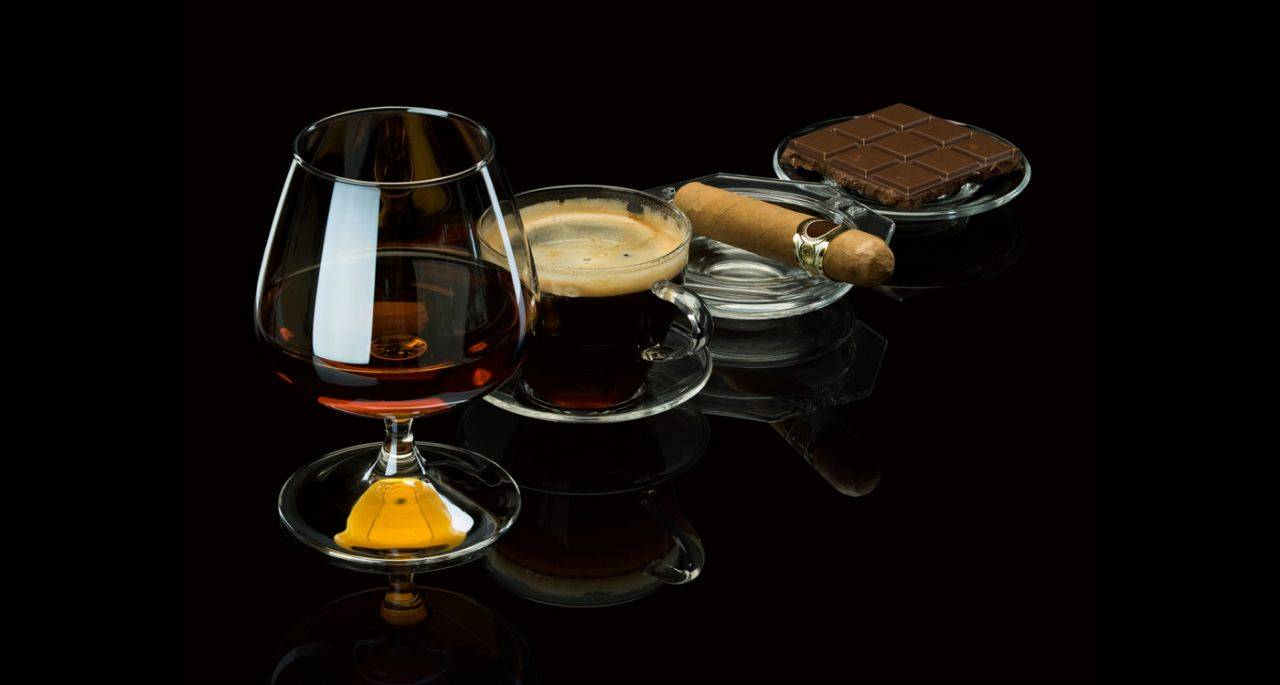 Расслабляемся грамотно: как пить кофе с коньяком