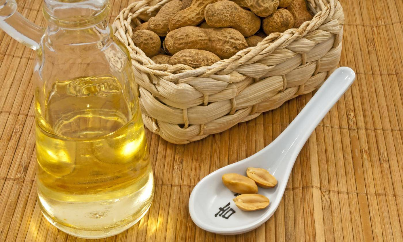 Рецепт хреновухи на самогоне: приготовление, как правильно сделать настойку с мёдом в домашних условиях на 3 литра, и полезна ли она для здоровья мужчин?