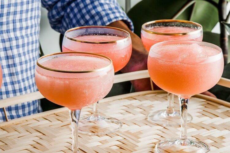 Коктейли с белым сухим вином — история алкоголя
