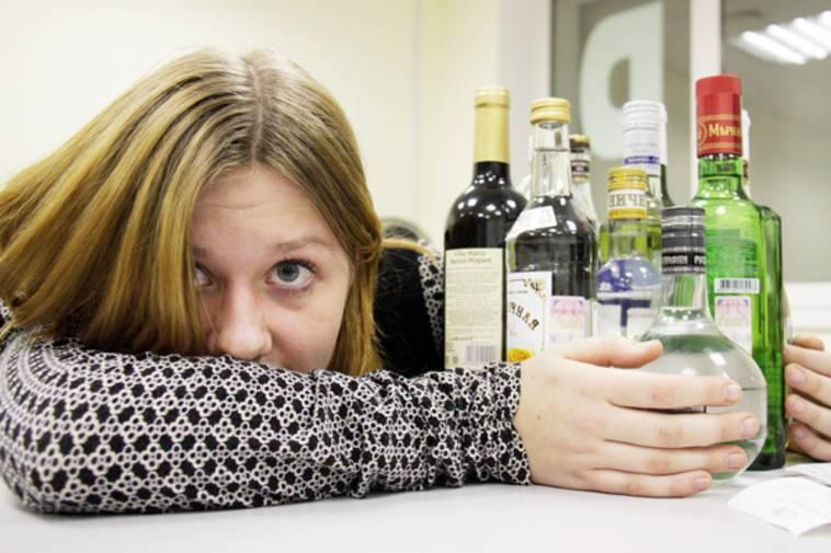 Вред алкоголя на подростковый организм: как объяснить и что делать
